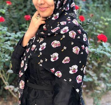 روسري حرير ژرژت قواره 120 مشکی با گل های سفید