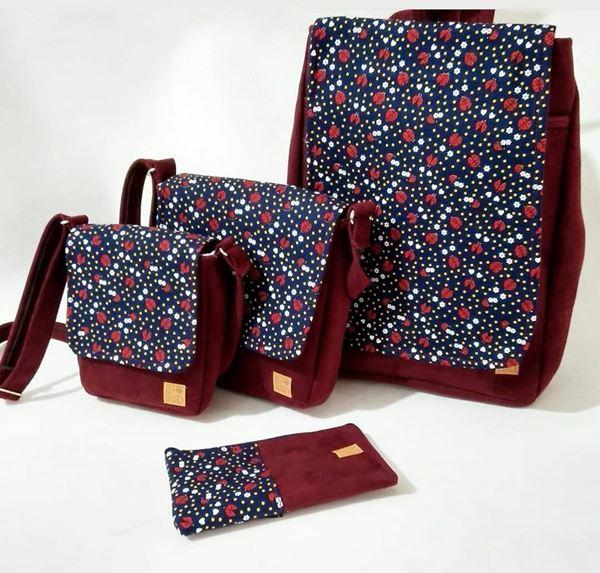ست کوله دوعدد کیف دوشی کوچک و متوسط و کیف آرایشی جنس اشبالت رنگ زرشکی باطرح کفشدوزک