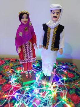 عروسک سنتی بلوچ قد عروسک خانم30 و قد آقا 33 سانت،جنس پلاستیک،جنس لباس آقا کرپ نخی و بانو ساتن، وصل شده روی پایه چوبی کاملا ایستایی داره